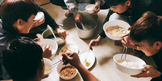 Bữa ăn của du học sinh Nhật Bản