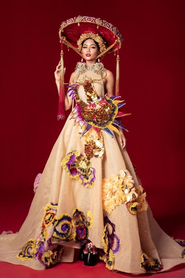 Mẫu trang phục 'Nữ quyền'