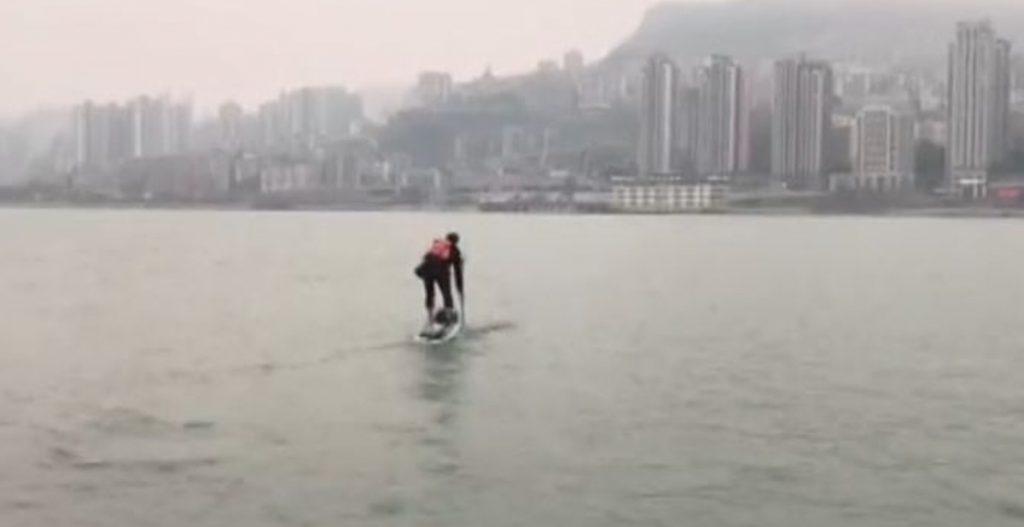 Liu-Fucao-chèo-thuyền-trong-mưa