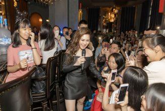 Ca sĩ Hương Tràm trong buổi fan-meeting tại Hà Nội